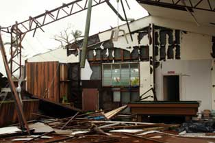 school damaged by cyclone larry